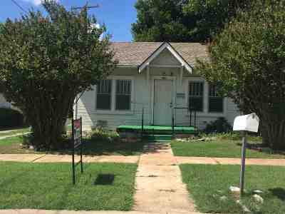 Lawton Single Family Home For Sale: 208 NW 7th St