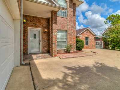 Lawton Single Family Home For Sale: 9 NW Wentwood Hill Dr