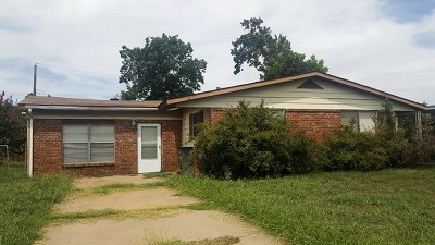 Lawton Single Family Home For Sale: 411 NW Mission Blvd