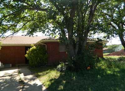 Lawton Single Family Home For Sale: 310 SW 52nd St