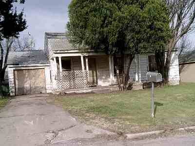 Comanche County Single Family Home For Sale: 21 NW 26th St
