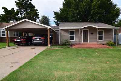 Comanche County Single Family Home For Sale: 1113 NW Maple Ave