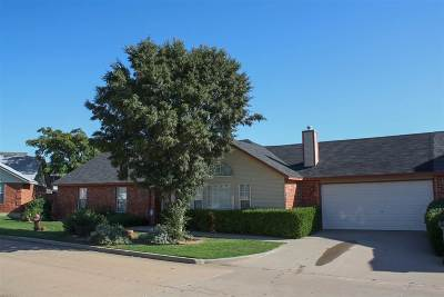 Comanche County Single Family Home For Sale: 6835 NW Willow Springs Dr