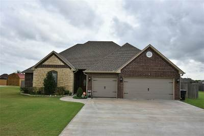 Single Family Home Under Contract: 505 Lantana Pl