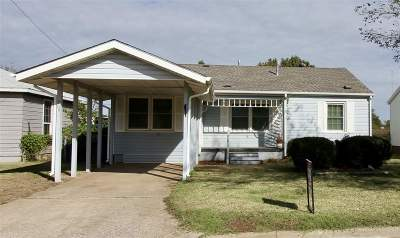 Caddo County Single Family Home For Sale: 212 E Pritchard Dr