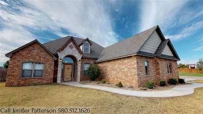 Elgin Single Family Home For Sale: 1204 Baybrook Dr