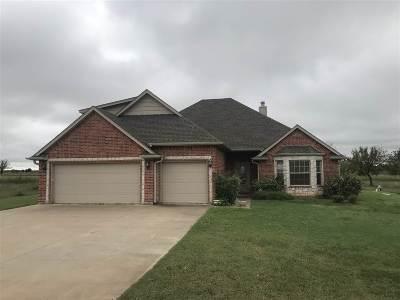 Elgin Single Family Home For Sale: 173 NE Southridge Rd