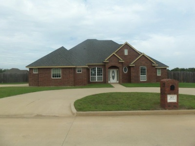 Cache Single Family Home Under Contract: 205 SE Begonia Ln