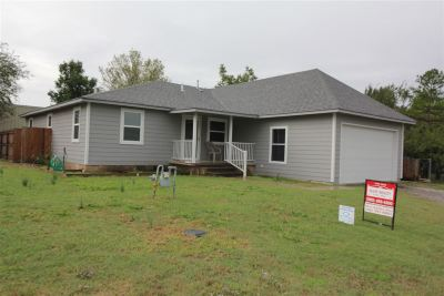 Elgin Single Family Home For Sale: 610 5th St