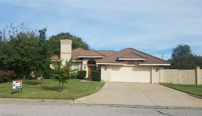 Lawton Single Family Home Under Contract: 2820 NE Heritage Dr