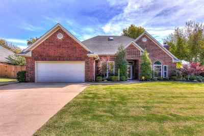 Lawton Single Family Home Under Contract: 3105 NE Heritage Dr