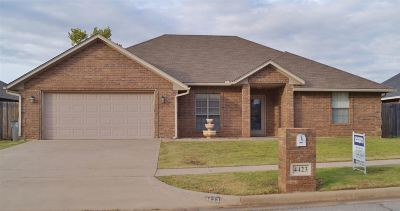 Lawton Single Family Home For Sale: 4423 SW Parkway Dr