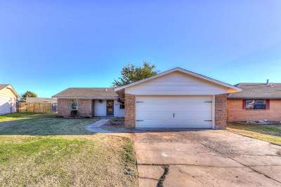 Lawton Single Family Home Under Contract: 4605 SE Aberdeen Ave