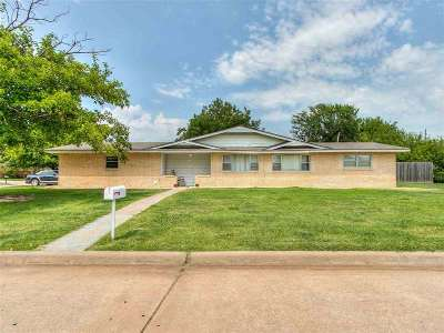 Lawton Single Family Home For Sale: 4202 SE Elmhurst Ln