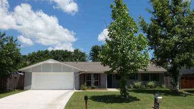Lawton Single Family Home For Sale: 904 NE Dove Ln