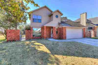 Comanche County Single Family Home For Sale: 7902 SW Forest Ave