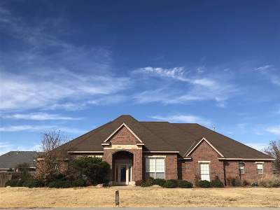 Lawton Single Family Home For Sale: 17 NW Shelter Lake Dr