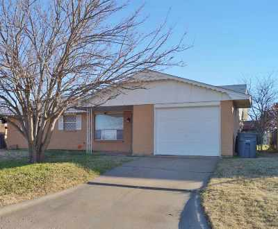 Lawton Single Family Home Under Contract: 5009 SE Avalon Ave