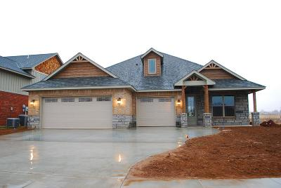 Lawton Single Family Home For Sale: 1105 NE Scissortail Dr