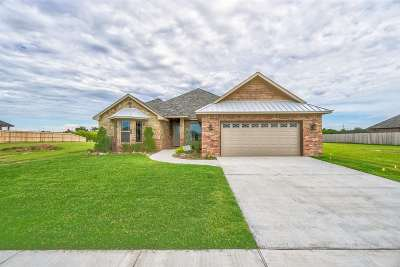 Lawton Single Family Home Under Contract: 917 NE Scissortail Dr