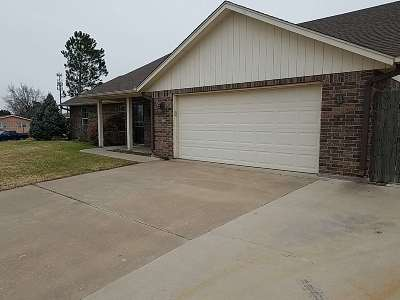Lawton Single Family Home Under Contract: 4404 NW Ridgecrest Dr