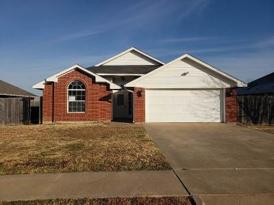 Lawton Single Family Home Under Contract: 4421 SW Parkway Dr