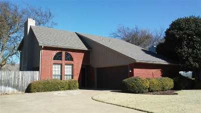 Lawton Single Family Home For Sale: 3002 NE Stratford Cir