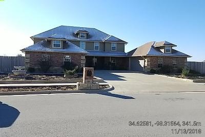 Lawton Single Family Home For Sale: 6103 NE Wysteria St