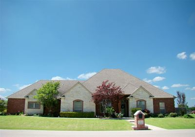 Lawton Single Family Home For Sale: 7 NW Shelter Lake Dr