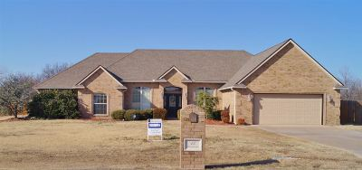 Lawton Single Family Home For Sale: 13 Riverbend Dr