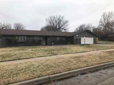 Lawton Single Family Home For Sale: 5110 NW Meadowbrook Dr