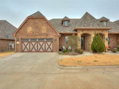 Lawton Single Family Home Under Contract: 3914 NE Cache Rd