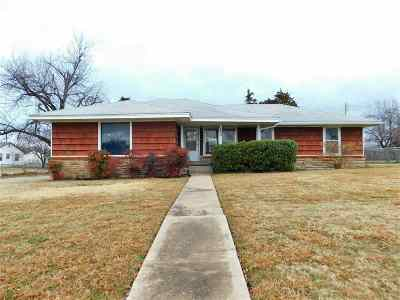 Lawton Single Family Home For Sale: 1235 NW Logan Ave