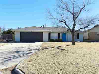 Lawton Single Family Home For Sale: 1715 NW Cedarwood Dr