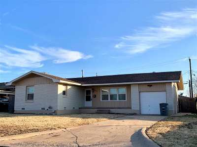 Comanche County Single Family Home For Sale: 3812 NW Bell Ave
