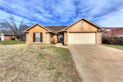 Comanche County Single Family Home For Sale: 408 SE Sungate Blvd