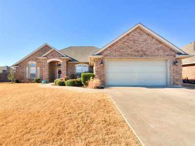 Lawton Single Family Home For Sale: 2225 SW 54th St