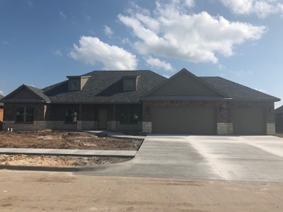 Lawton Single Family Home For Sale: 2409 NE Meadowlark Ln