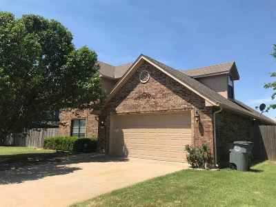 Lawton Single Family Home For Sale: 2104 NW Ashley Cir