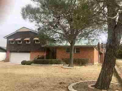 Lawton Single Family Home For Sale: 18 SW 50th St
