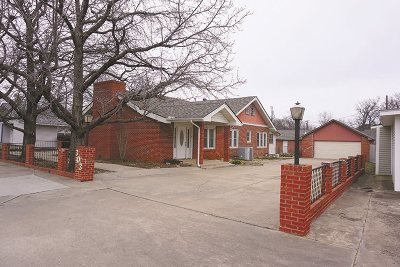 Lawton Single Family Home For Sale: 303 NW Ft Sill Blvd