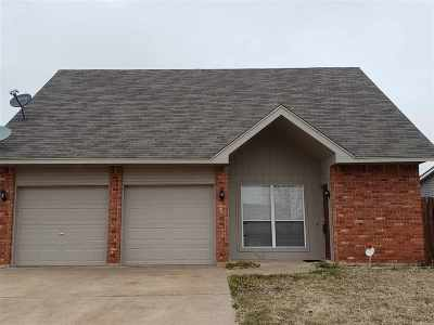 Lawton Single Family Home For Sale: 4009 SW Hickory Ln