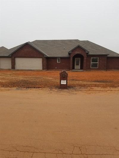 Elgin Single Family Home For Sale: 1616 NE White Rock Dr