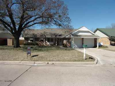 Lawton Single Family Home For Sale: 105 SE Camelot Dr