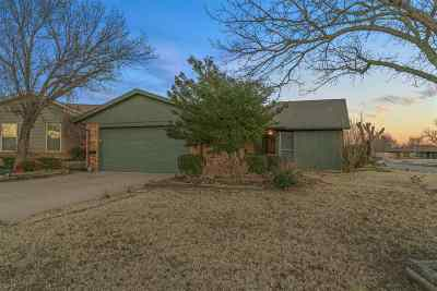 Lawton Single Family Home For Sale: 6745 SW Chaucer Dr