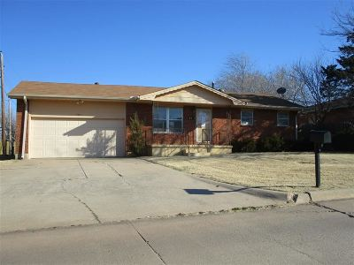 Lawton Single Family Home For Sale: 4811 NW Cheyenne Ave