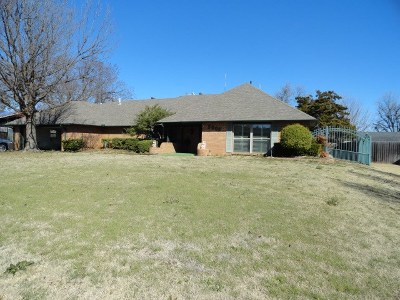 Lawton Single Family Home For Sale: 5005 SW Country Club Dr
