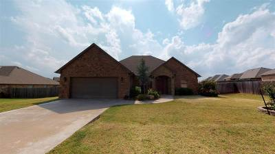 Elgin Single Family Home For Sale: 1403 Limestone Way