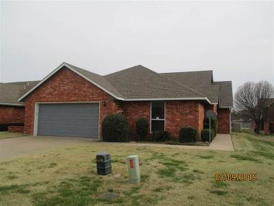 Lawton Single Family Home For Sale: 6720 NW Maple Dr