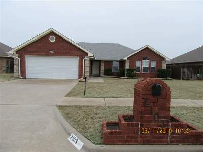 Lawton Single Family Home For Sale: 2103 NW Britni Cir
